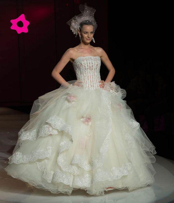 Abiti da sposa Amelia Casablanca 2013.