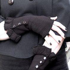 Neo-Victorian inspired ruffled fingerless gloves. Free pattern