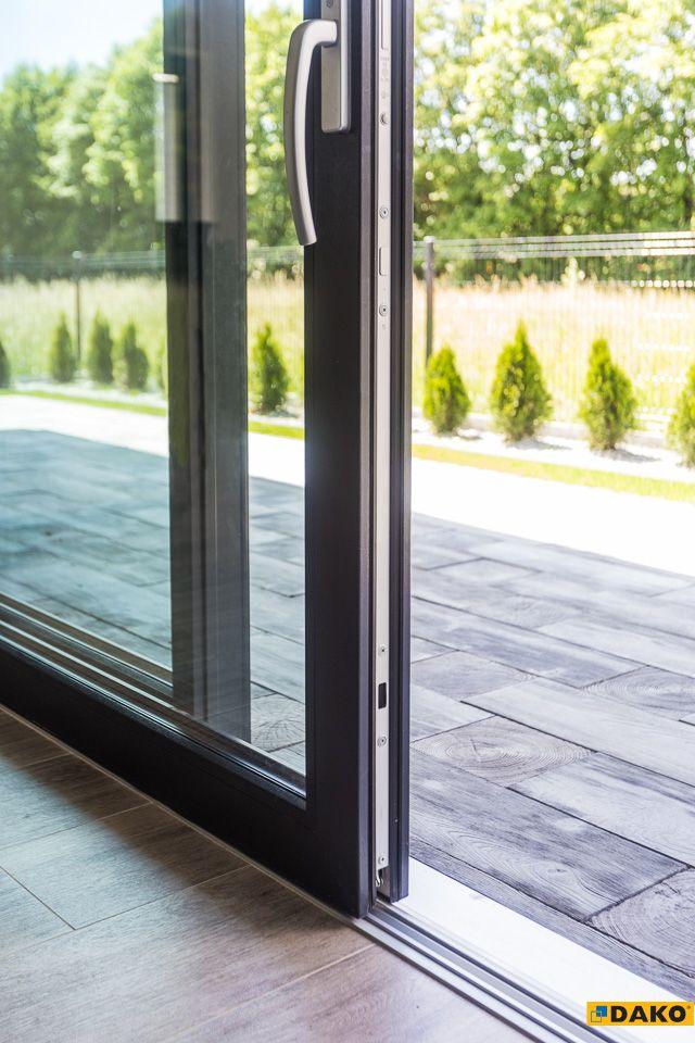 Płaski próg w drzwiach przesuwnych - komfort i wygoda użytkowania!