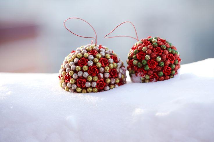 Красные новогодние шары. Новый год. Зима. #зима #снег #мороз #простозима #photomira #photoirinamaysova #фотографиринамайсова,#красныешары #снег #новыйгод #Рождество,