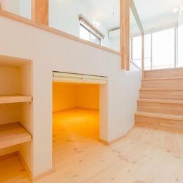 『志和堀の家』スキップフロアのある家の部屋 セカンドリビングの床下収納スペース
