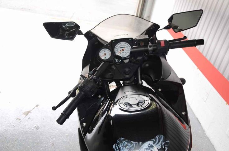 Used 2012 Kawasaki NINJA 250R Motorcycles For Sale in Florida,FL. If the Kawasaki Ninja 250R is your first bike you will be amazed at the performance and power that the 250R will give you. With the low seat height of 30.5 inches you will have the confidence with both feet on the ground. It has comfortable maneuvering and a powerful engine so you can travel and not worry. Not to mention the affordable price that it comes with.