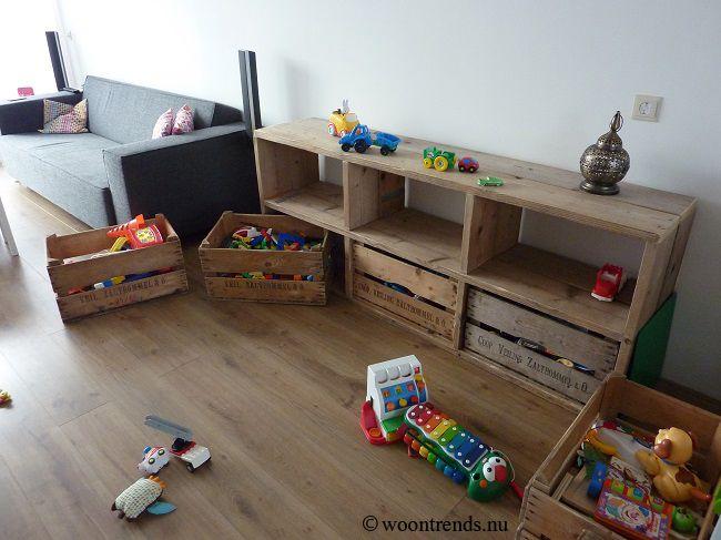 DHZ / DIY project. Ladekast van vintage veilingkisten / fruitkisten en steigerhout om speelgoed in op te bergen. Lees meer op mijn blog http://www.woontrends.nu/bericht.php?bericht=Doe-het-zelf-idee-ladekast-van-vintage-veilingkisten