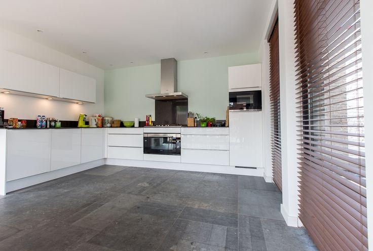 Belgisch Hardsteen Raamzaag Gezaagd banen 60. #Belgisch #Hardsteen #bluestone #keuken #kitchen #Belgium #modern #industrieel