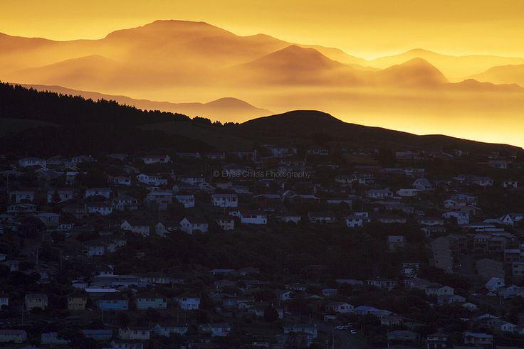 Just before sunset behind Titahi Bay, Porirua | © Elyse Childs Photography.  #gigatownporirua