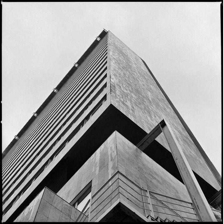 Hotel Meliá Princesa #Madrid España. (Arq. Antonio Lamela 1963-65)  #skyscraping_architecture #brutalism #brutal_architecture #architecture #arquitectura #modernistarchitecture #architectureporn #arquitecturelovers #concrete #sosbrutalism #midcenturymodern #modernism #archilovers #ic_architecture #hasselblad #filmphotography #film #blackandwhite #archdaily #brutalist #architecturephotography #tv_buildings #picoftheday #lovesdomus #modernist #photooftheday #building #lookingup_architecture…
