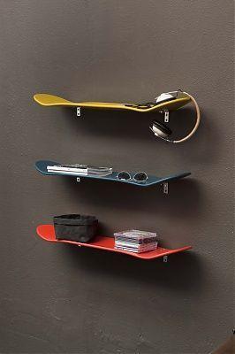 Idée déco #étagères #skate pour une #chambre d'ado. Idée dénichée par Chtitemaison sur Kozikaza