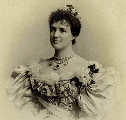"Amelie of Orleans, Queen of Portugal Born: 28 September 1865, Twickenham Daughter of: Louis Philippe (1838-1894) & Maria Isabella of Spain (1848-1919) Married: Carlo I (1863-1908) Children: Luiz Felipe, Maria Anna, Manuel Died: 25 October 1851, Versailles (During an assassination attempt on her younger son, she thrust a bouquet into the attackers face) ""She was witty and amusing and there was no difficulty keeping the ball rolling [in conversation]"" Frederick Ponsonby"