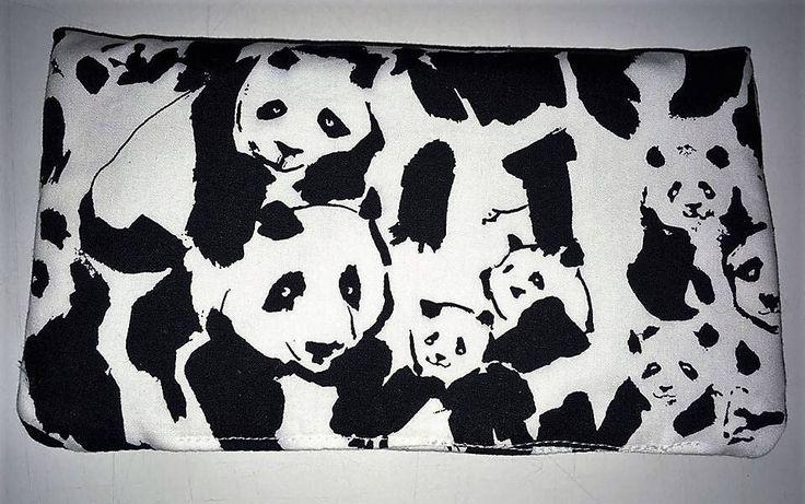Le chouchou de ma boutique https://www.etsy.com/ca-fr/listing/539158565/portefeuille-pandas-panda-wallet-noir-et