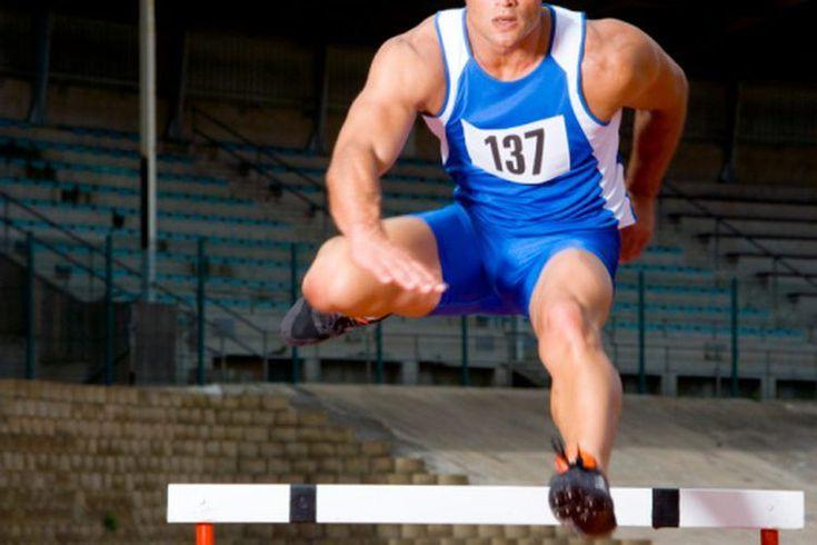 ¿Qué son los estiramientos de vallas?. Los estiramientos de vallas han sido utilizados por los equipos deportivos y los profesores de educación física durante años para estirar los músculos isquiotibiales. Sin embargo, este estiramiento está cayendo en desgracia entre los entrenadores y los ...