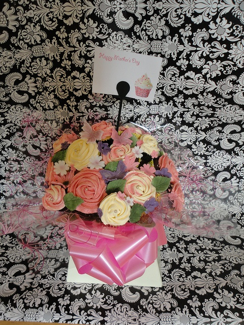 Cupcake Bouquet by YUMMY FUNNY CAKES, via Flickr