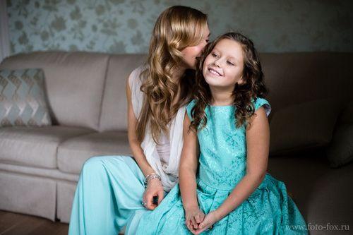 Мама и дочка. Семейная фотосессия дома