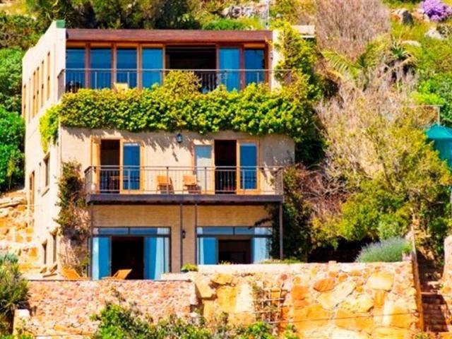 5 bedroom House for sale in Kommetjie for R 3800000 with web reference 101385939 - Jawitz False Bay/Noordhoek