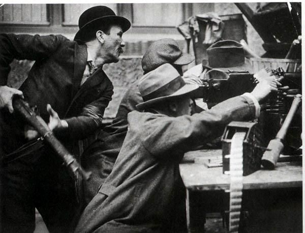 georgy-konstantinovich-zhukov:  Revolutionaries battle in the streets during the German Spartacist Uprising of 1919. (Libcom)