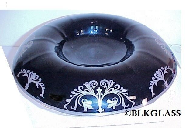 Compact Art Deco black glass and silver metal from Fostoria Art Deco black glass and siver metal compact