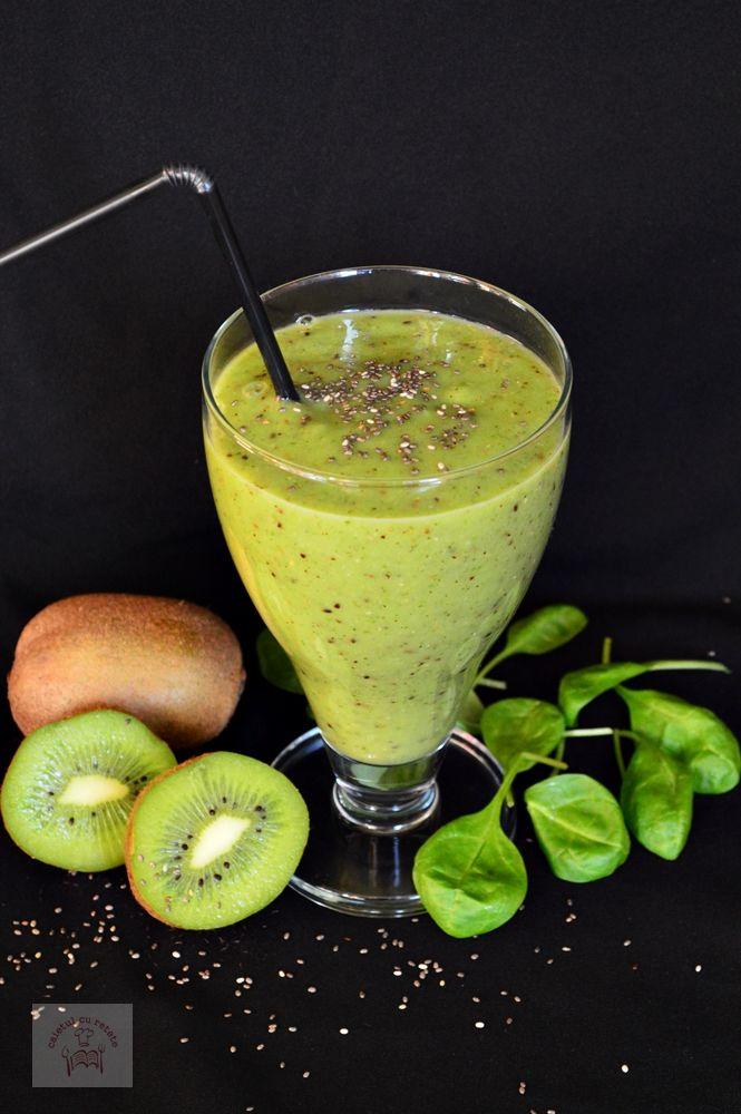 Smoothie detoxifiant cu kiwi, avocado si spanac