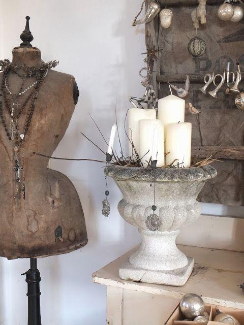 princessgreeneye: Weihnachtlicher Glitzer aus der guten alten Zeit...............grouping of candles in urn