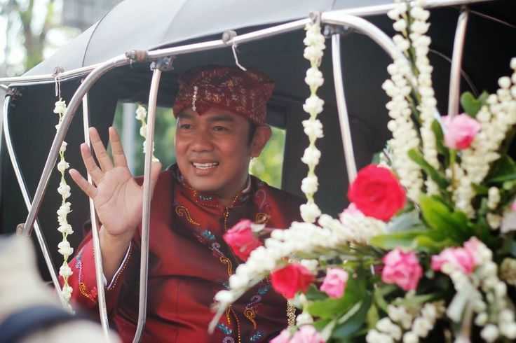 as a sign of his net carnival, the mayor must beat the drum, and the mayor to the carriage which was imported from Surakarta who was accompanied by his wife climbed into the carriage. besides Dugderan also be native  tourism potential of Lupia city