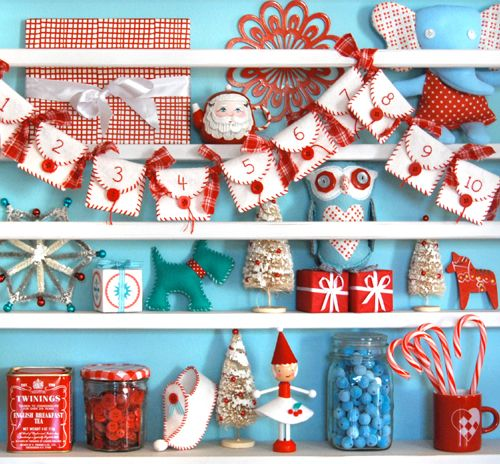 The more red, white and aqua Christmas themes I see the more I love it...for the kids. Mine will be monochromatic as always.