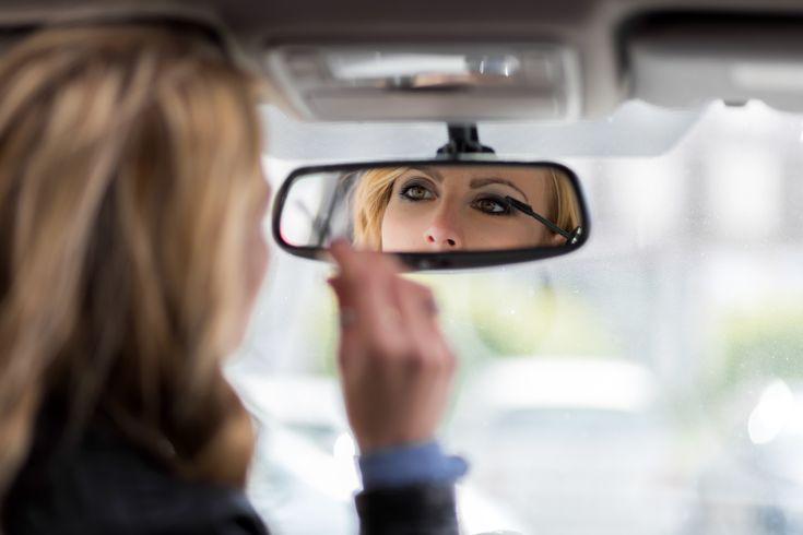 Naiset+saavat+sakkoja+Irlannissa,+jos+meikkaavat+ajaessaan+autoa
