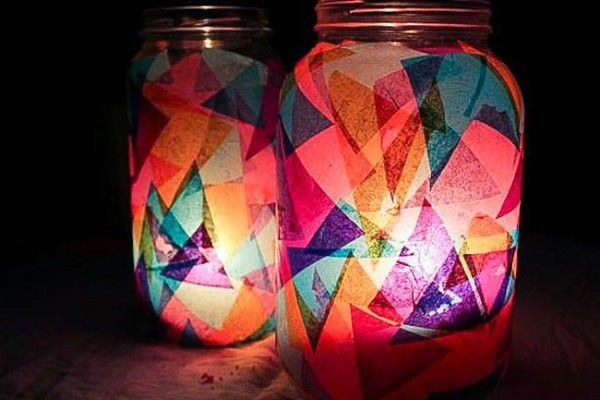 Fanales con frascos de vidrio y papel seda para iluminar el jardin.