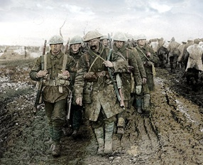 British WW1 soldiers with Trench Coat: developed as an alternative to the heavy serge greatcoats worn by British and French soldiers in the First World War