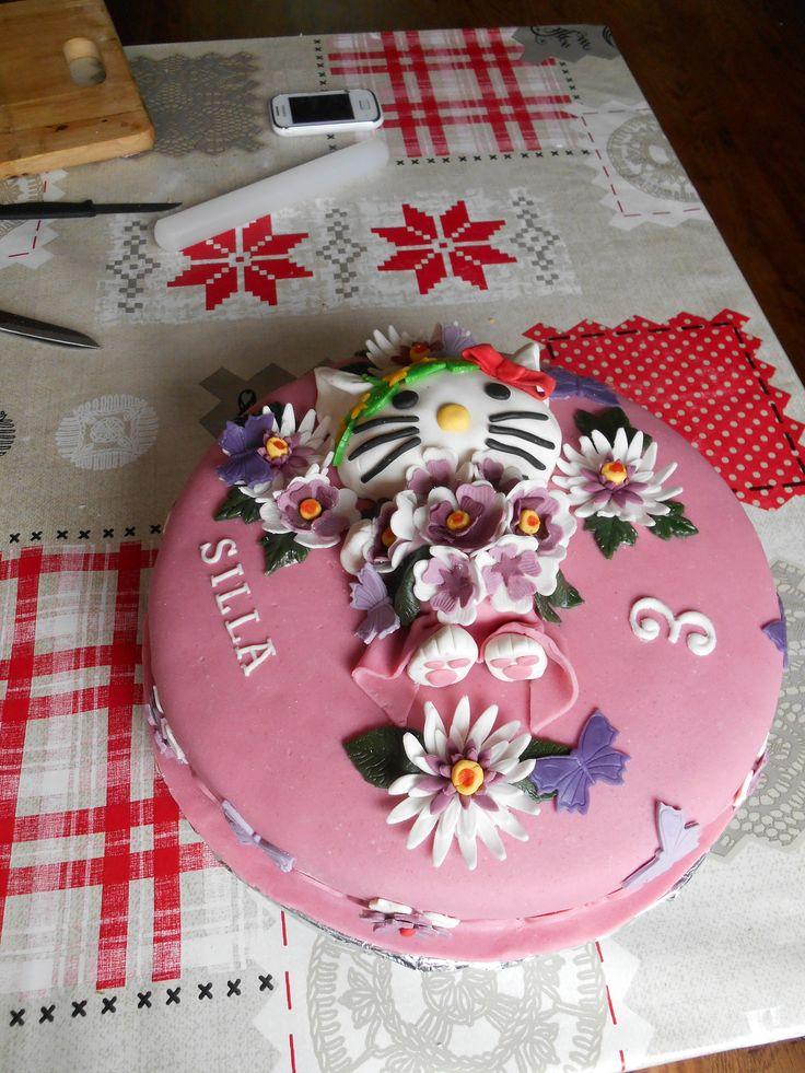 Taart voor nichtje Silla, thema: Hello Kitty