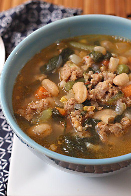 Sopa de Frijoles Cannellini, Salchicha y Vegetales www.antojandoando.com