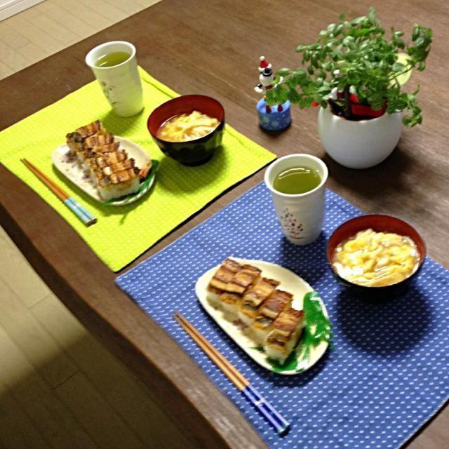 お寿司の中で1番好きなネタは穴子!美味し〜! (^ν^) - 13件のもぐもぐ - 穴子押し寿司、あげ溶き卵あんかけうどん、抹茶入り玄米茶 by pentarou