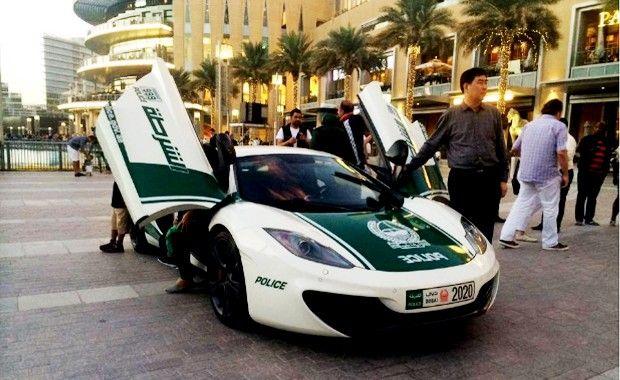 Polícia de Dubai utiliza carrões superesportivos de deixar qualquer corporação policial do planeta de queixo caído. Confira!  #carros #esportivos #superesportivos #brinquedosdehomem #Dubai #emiradosarabes #policia #police #policemen                                                                                                                                                                                 Mais