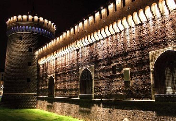 Risultato della ricerca immagini di Google per http://us.123rf.com/400wm/400/400/alessandro0770/alessandro07701010/alessandro0770101000163/8129994-castello-sforzesco-di-notte-milano-italia.jpg