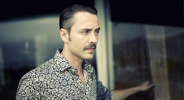 There's something about @MR PORTER & their journal that makes everyone featured look amazing. Here's Vincent Kartheiser (Pete Campbell on Mad Men).