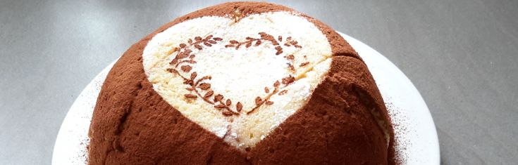 Zuccotto. Een van mijn vriendinnen at vorig jaar zuccotto in Toscane en vond het een van de lekkerste desserts ooit. Om haar te verrassen maakte ik er eentje.