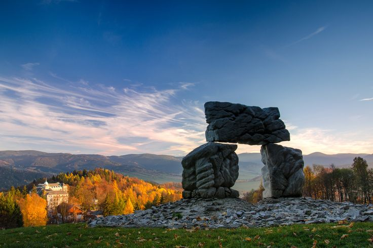 Kamenné mohyly Cesta života  – Sluneční brána, Lázně Jeseník