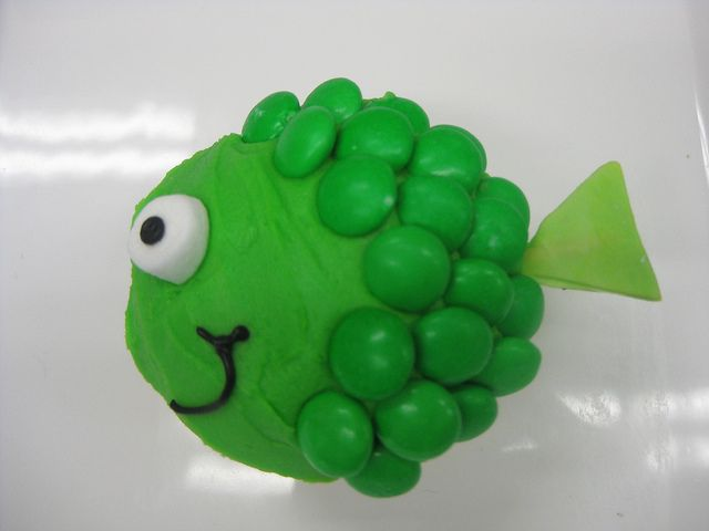 Fish cupcake with m scales! so cute and easy to make!