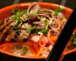 Japchae ou nouilles coréennes au boeuf et légumes : http://www.fourchette-et-bikini.fr/recettes/recettes-minceur/japchae-ou-nouilles-coreennes-au-boeuf-et-legumes.html