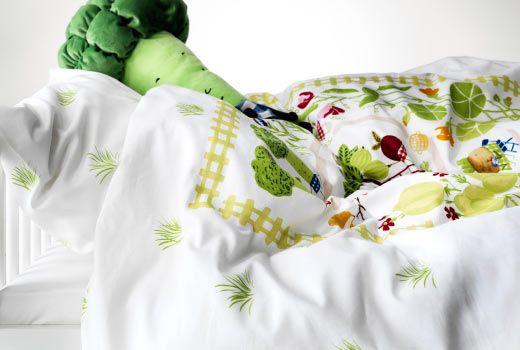 ikea kindertextilien wie z b torva tr dg rd bettw sche set in gr n ikea kinderwelt klein. Black Bedroom Furniture Sets. Home Design Ideas