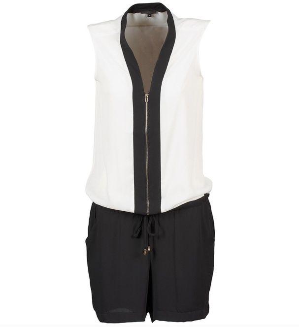 Une combinaison black  white Combi-short sans manches avec lien noué à la taille, Best Mountain, 58,99€.