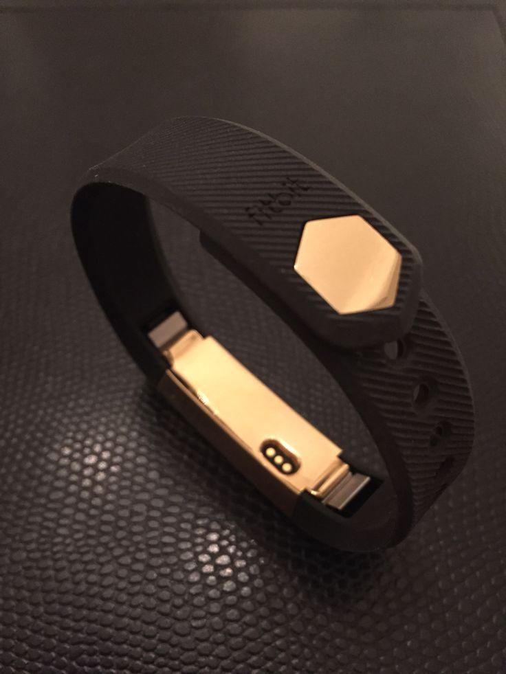 Fitbit Alta in Gold.