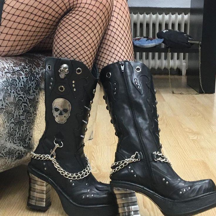 """1,589 To se mi líbí, 8 komentářů – allnewrock.com - New Rock Shop (@newrock_allnewrock) na Instagramu: """"Chains + Skulls = New Rock Boots 💀 Tx @trendingtissima for sharing us your pics 🌹 #allnewrock…"""""""