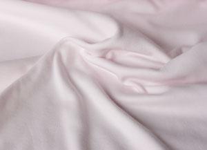 Interlock superfine, rosa  135,00Kr  Underbart mjuk och skön trikå till babykläder, t-shirts, tröjor, underkläder mm.    100% ekologisk bomull  Bredd:  ca 140 cm, tubstickad  Vikt:  ca 160 g/m2    Certifierad av Control Union och IMO Schweiz  Certifierad enligt GOTS/IVN