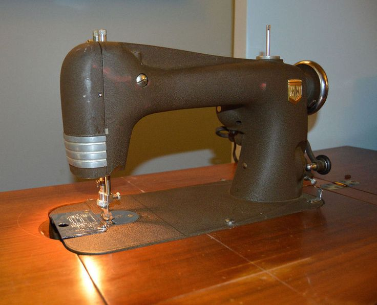 Montgomery Ward STREAMLINER MODEL 30 Sewing Machine Mahogany Cabinet 1950s