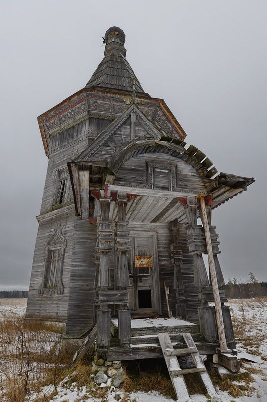 Lost | Forgotten | Abandoned | Displaced | Decayed | Neglected | Discarded | Disrepair | Abandoned Church in Kargopol, Russia. Photo by deni-spiri.