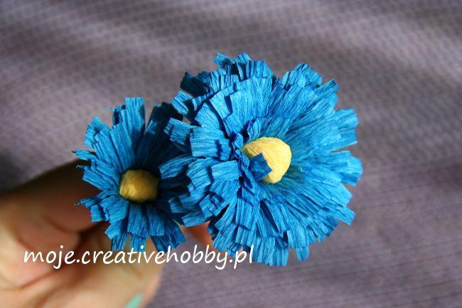 Kwiatki wykonane z krepiny włoskiej mają niepowtarzalny urok.