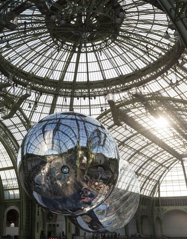 Argentinian artist Tomás Saraceno has created a pair of air-filled globes that he eventually plans to sail across the sky