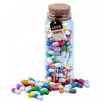 www.presentjakt.se: En burk full av kärlekspiller, där varje piller innehåller en lapp där du skriver ett romantiskt meddelande till din partner.