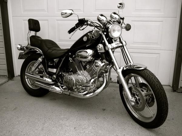 1985 Yamaha Virago 700 . Exactly same as my old bike, even black in color. Kinda miss it.