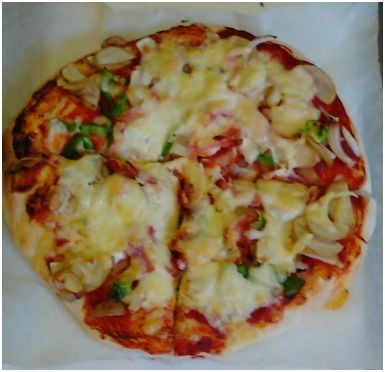 One of the pizza's that the kids made at the Summer pizza party in 2016, hosted by Komugi Craft Eikaiwa Kyoushitsu and Handmade breadmaking school. 加古川市の英会話教室小麦クラフト www.komugicraft.com