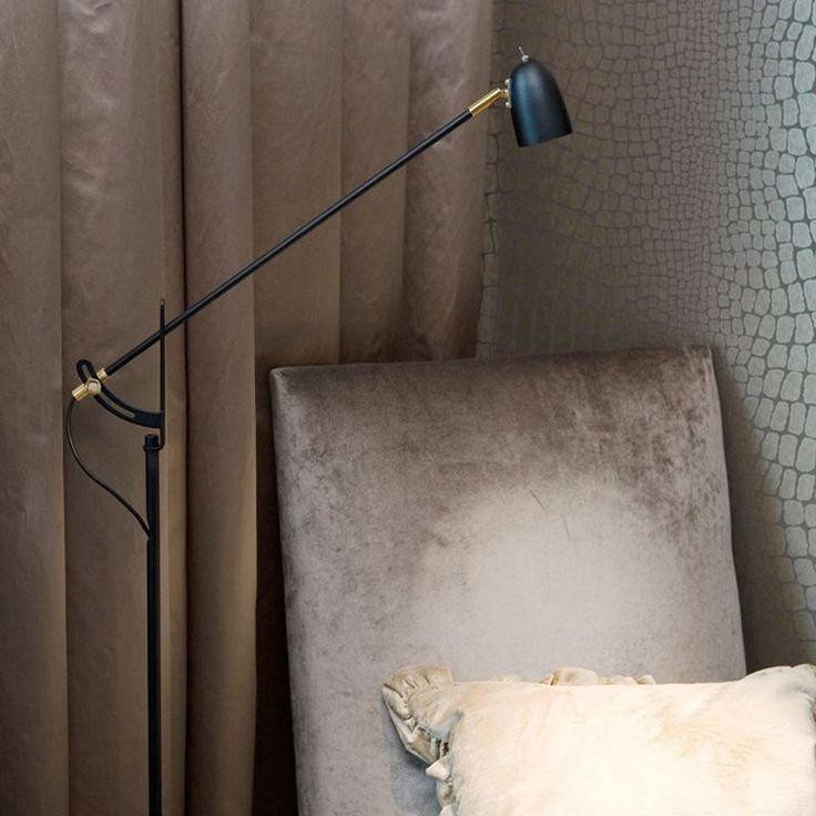 Radiell golvlampa som ingår i Belids serie Radiell. Golvlampan är utrustad med en LED.