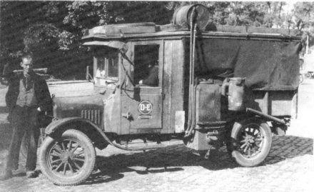 Frieslands oudste vrachtauto een T Ford 1923, van Sietse Stenekes in 1944